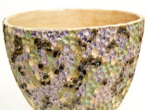particolare da vaso in ceramica serie Beez