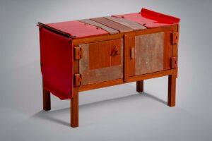 Mobile Rosso in Legno e Ceramica
